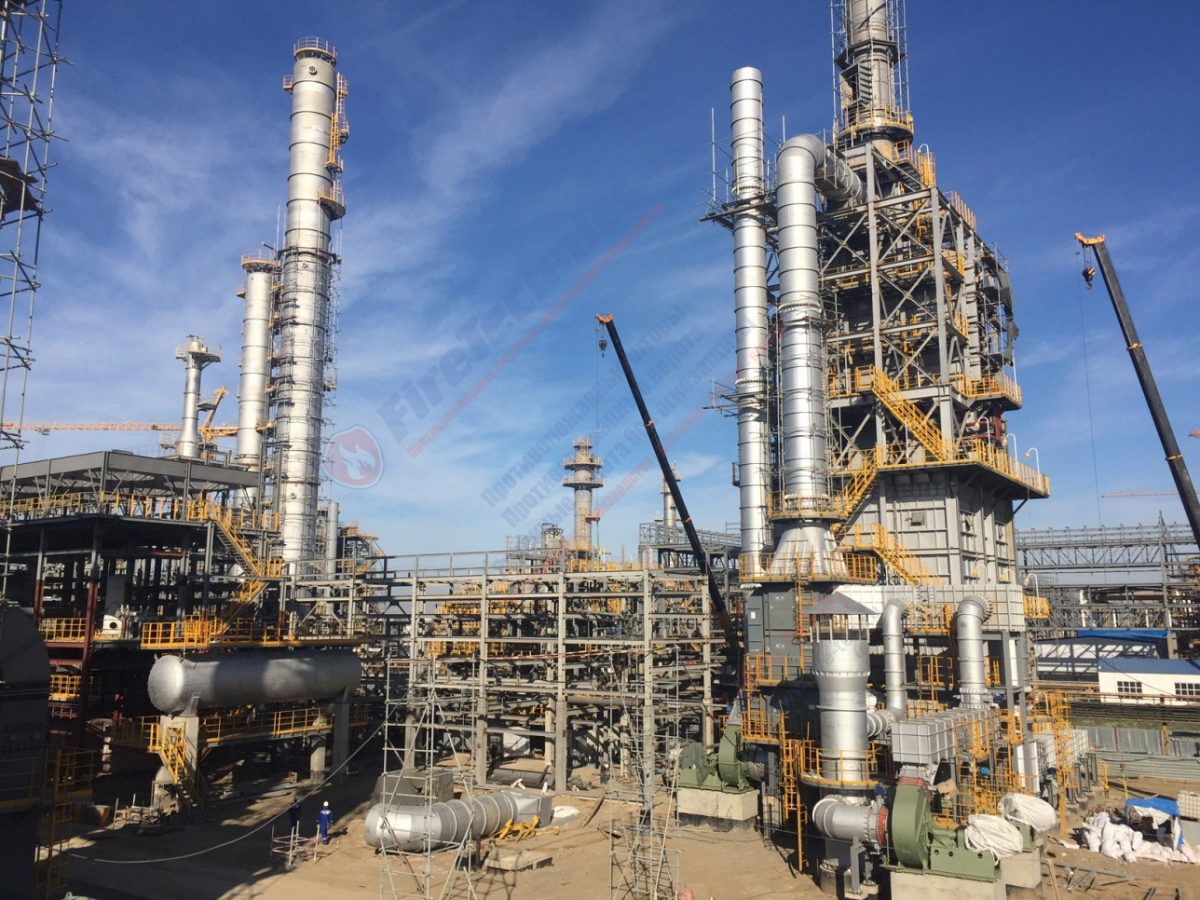 Завод по переработке нефти в Казахстане