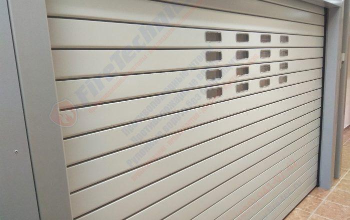Компания FireTechnics начала производство рулонных ворот AL120 с окошками. Окошки несколько меняют визуальное восприятие дизайна ворот, освещение помещения.