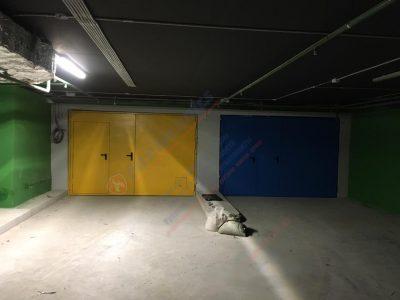 Распашные Противопожарные ворота EI60 с калиткой и люком (синие и желтые) в Казахстане