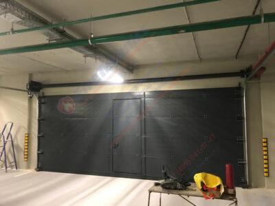 Ворота FireTechnics типа FT-S противопожарные (предел огнестойкости EI60), стальные, секционные, с калиткой, автоматические